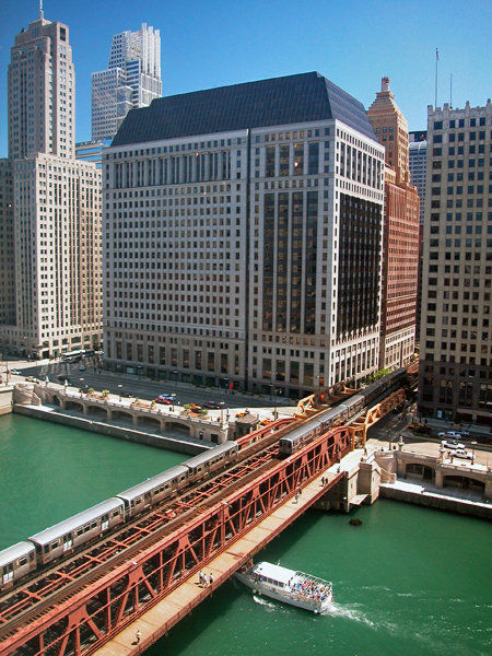Traffic on the Chicago River